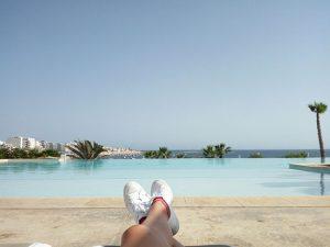 piedi in piscina a malta