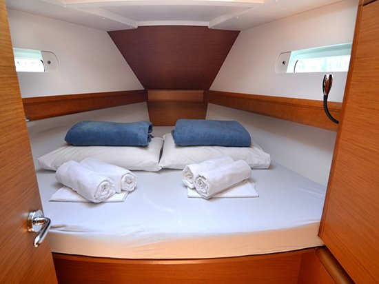Sailboat forward cabin